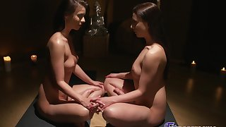 Therese Bizarre and Vicky Love admiration each other relative to fingering