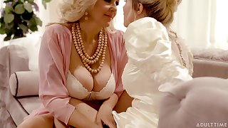 Stepmom introduces her stepdaughter prevalent lesbian sexual intercourse on her wedding swain