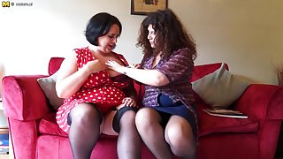 Two British Curvy Housewives Accelerate Full Lesbian - MatureNL