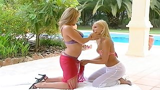 Pussy fingering between Janine B and her cute comme �a friend