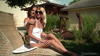 Experienced lesbian Missy Luv gives a good cunnilingus with sex-appeal girlfriend