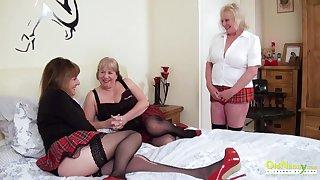 Older more experienced mature women arrange a triplet